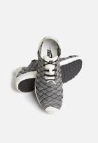 Nike - Juvenate Woven Premium