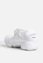 Nike - Air Rift Breathe