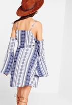 Missguided - Cold shoulder swing dress