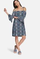 Glamorous - Paisley cold shoulder dress