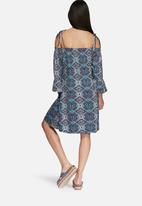 Glamorous - Paisley cold shoulder dress