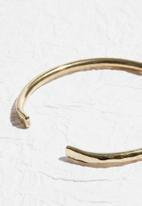 Matter of Fakt - Dented hammered bangle small-brass