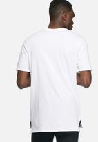 Nike - Drop hem T-shirt