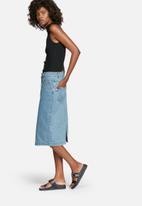 ADPT. - Soal skirt