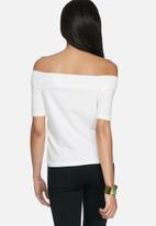 Vero Moda - Essi off shoulder top
