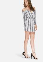 Missguided - Off shoulder stripe skater dress