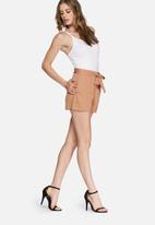 Missguided - Tie waist tailored shorts