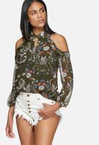 Glamorous - Floral cold shoulder blouse