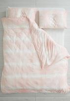 Sixth Floor - Tie dye knitted duvet set