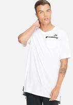 Nike - Badlands drop hem tee