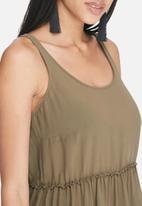 dailyfriday - Tiered sleeveless top