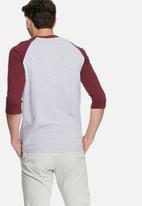 basicthread - 3/4 Raglan sleeve tee - grey & maroon