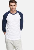 basicthread - 3/4 Raglan sleeve tee - white & blue