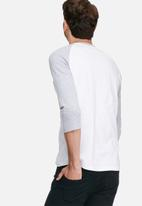 basicthread - 3/4 Raglan sleeve tee - white & grey