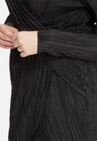 Missguided - Plus size pleated wrap dress