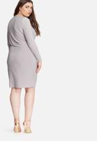 Missguided - Plus size slinky wrap dress