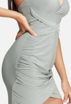 Missguided - Wrap slinky halterneck dress