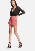 Missguided - Satin pleat shorts