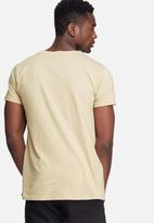 basicthread - Scoop neck tee