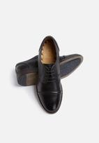 Base London - Dales Leather Derby