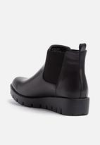 Pieces - Dalle boot