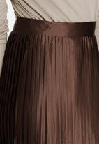 Glamorous - Pleated satin skirt