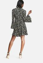 Glamorous - Vintage floral flare sleeve dress