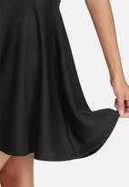 dailyfriday - Scuba fit & flare dress