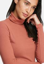 Pieces - Ganie roll neck top