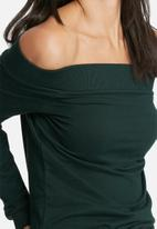 Noisy May - Chase off shoulder sweat