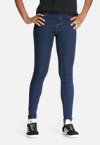 Vero Moda - Majse slim jeans