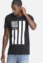 basicthread - Graphic scoop tee