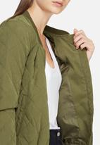 Jacqueline de Yong - New Treasure quilted bomber