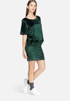 Jacqueline de Yong - Sherry velvet top
