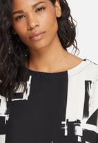 ONLY - Max graphic top