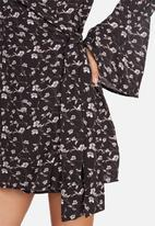 Missguided - Choker neck wrap dress