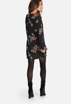 Missguided - Floral print fluted sleeve shift dress