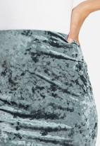 Missguided - Crushed velvet curve hem mini skirt