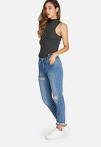 Missguided - Riot cut out front waistband jeans