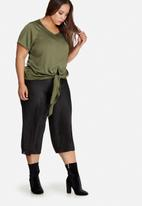 Missguided - Plus size satin tie front top