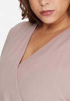 Missguided - Plus size kimono sleeve wrap dress