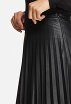 ONLY - Pleat PU skirt