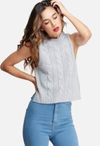Missguided - High neck cable sleeveless jumper