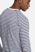 Only & Sons - Peter fitted tee