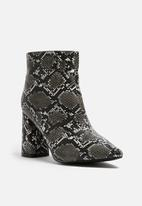 dailyfriday - Snake boot