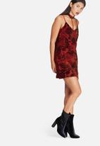 Missguided - Strappy harness detail velvet trim shift dress