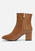 dailyfriday - Heeled zip boot