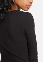 Missguided - Ribbed long sleeve button front bodysuit