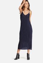 dailyfriday - Plissé v-neck midi slip dress