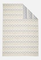 Sixth Floor - Hexagon knotted rug